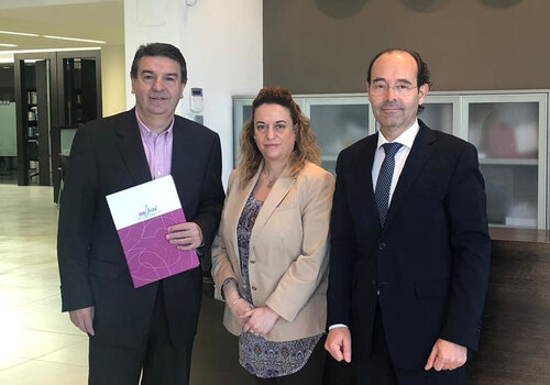 The head of promotion of IRBLleida, Josep Maria Bosch, with people in charge of the company, Carmen Burgués and Xavier Alcobé