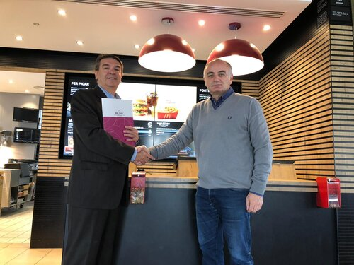 Josep Maria Bosch, from the IRBLleida and Agustí Soler, manager of McDonald's Lleida